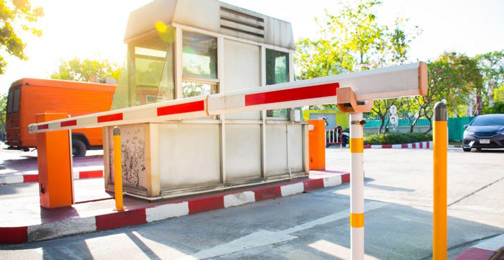 barrière levante avec cabine d'entrée