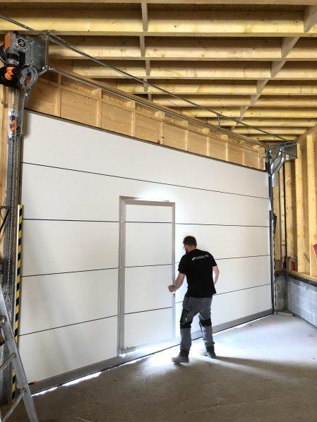 Installation d'une porte à empilement sur elle même sur Lille vu de l'intérieur