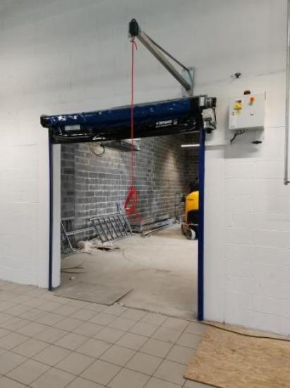 Installation d'une porte souple rapide de type Entrematic sur Maubeuge.